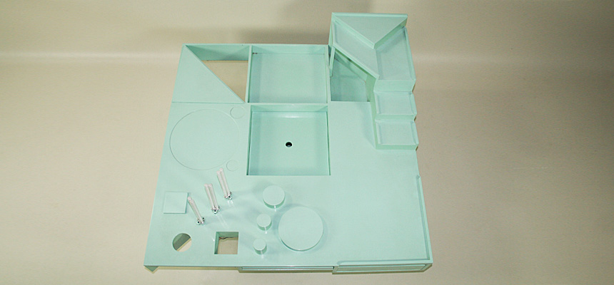 http://www.designersdraft.de/wp-content/uploads/Alison_and_Peter_Smithson_collectors_table_10.jpg