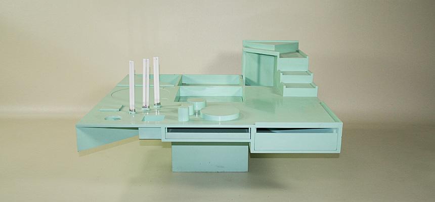 http://www.designersdraft.de/wp-content/uploads/Alison_and_Peter_Smithson_collectors_table_11.jpg