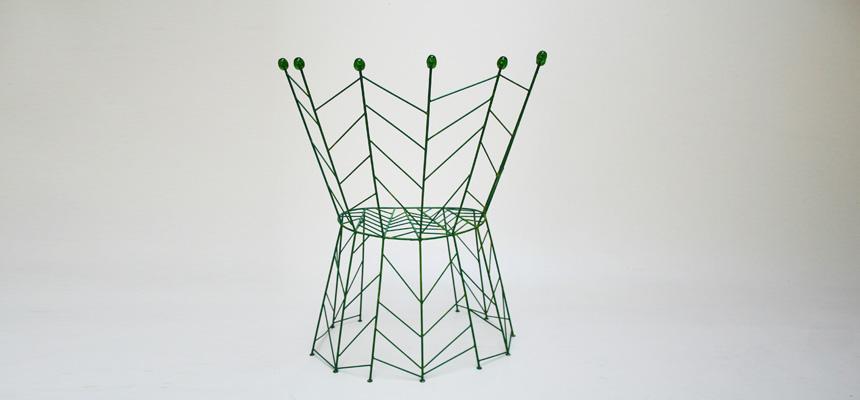 http://www.designersdraft.de/wp-content/uploads/Bohuslav_Horak_pupeny_chair_3.jpg