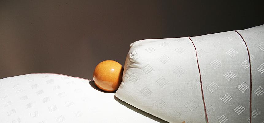 http://www.designersdraft.de/wp-content/uploads/Hans_Hollein_marilyn_sofa_7.jpg